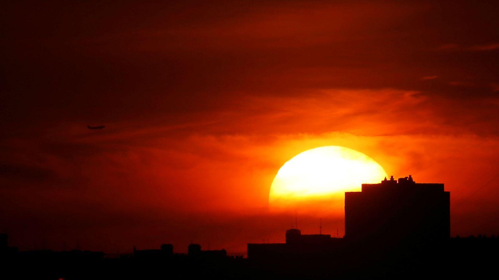 Как закаты создают такие великолепные цвета