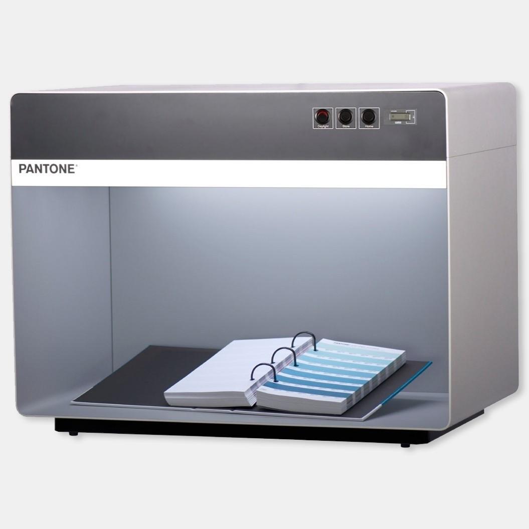 Pantone 3 light Booth D50 / CWF